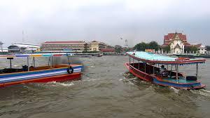 バンコク観光チャオプラヤー川を横断するクルージング