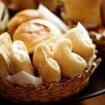 固くなったパンを柔らかくする方法!元通りにフワフワでおいしくたべるには?